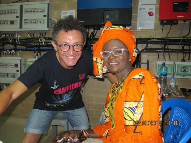 Martra Visions ha fet entrega de centenars d'ulleres a Tujereng (Gàmbia) i realitzat centenars de revisions oculars