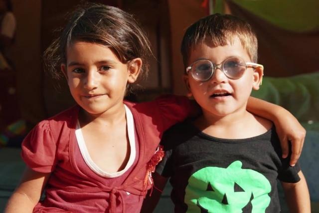 La nena d'Oinofyta Camp (Grècia)