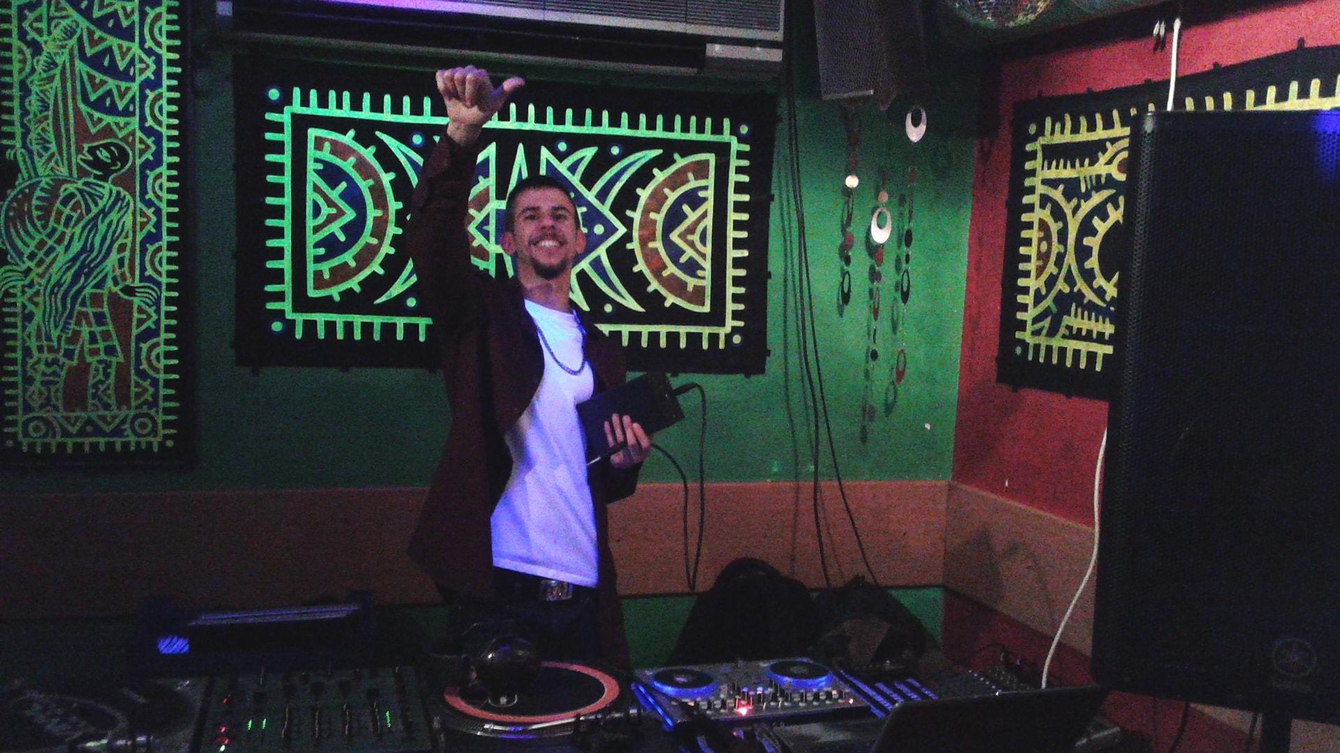 DJ a punt