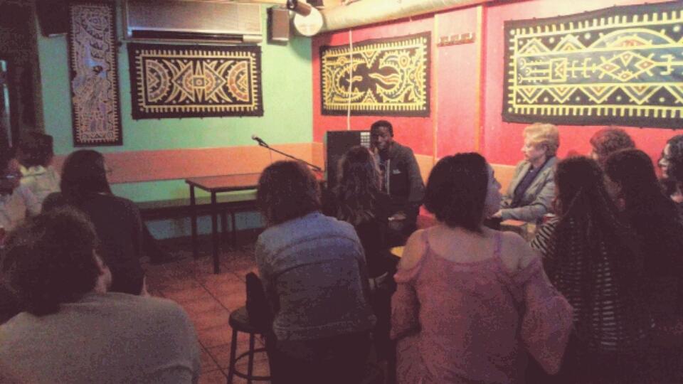 Malang Sambou explicant el projecte Fandema