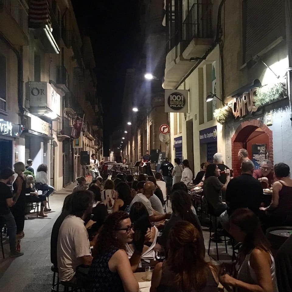 Sopar al carrer amb blues