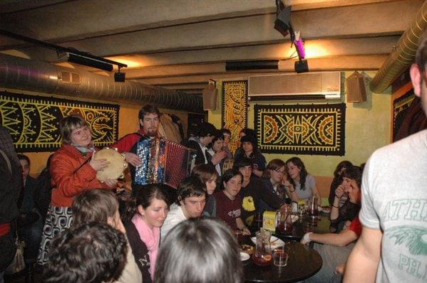 Taverna folk